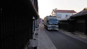 有松の古い町並み(染織町)の車両通行