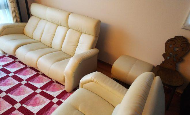 タキソウ家具製ソファー
